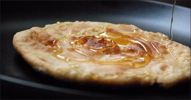 Как приготовить сырные лепешки с начинкой и разнообразить свой рацион?