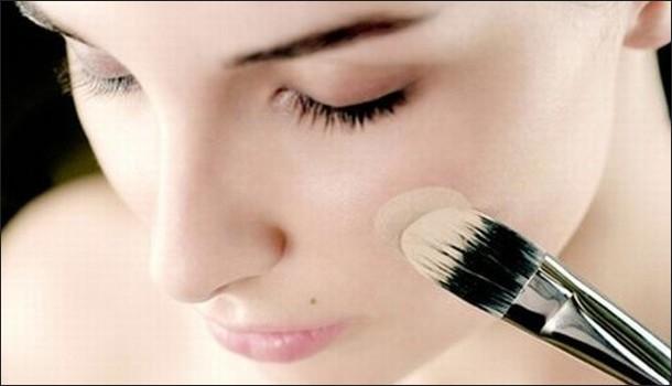 Учимся, как правильно наносить базу под макияж