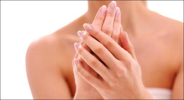 В чем реальные причины появления белых пятен на ногтях?