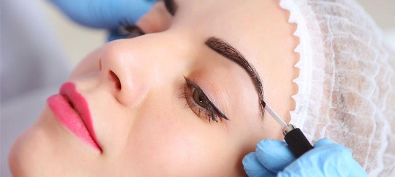 Что такое напыление в перманентном макияже, кому оно подходит и как выглядят брови в итоге?