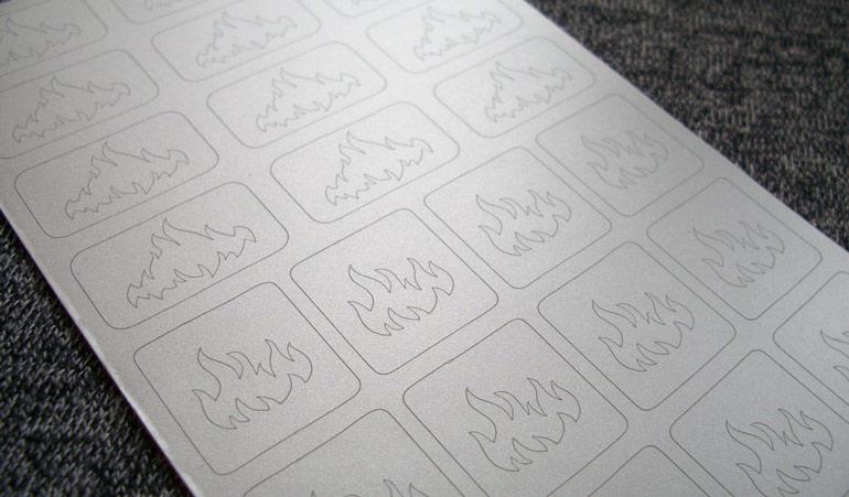 Как делать трафареты для французского маникюра своими руками и правильно их использовать?