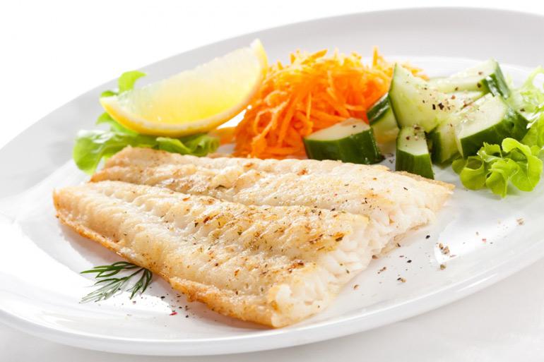 Едят ли настоящие вегетарианцы рыбу или морепродукты и чем тогда их лучше заменить?
